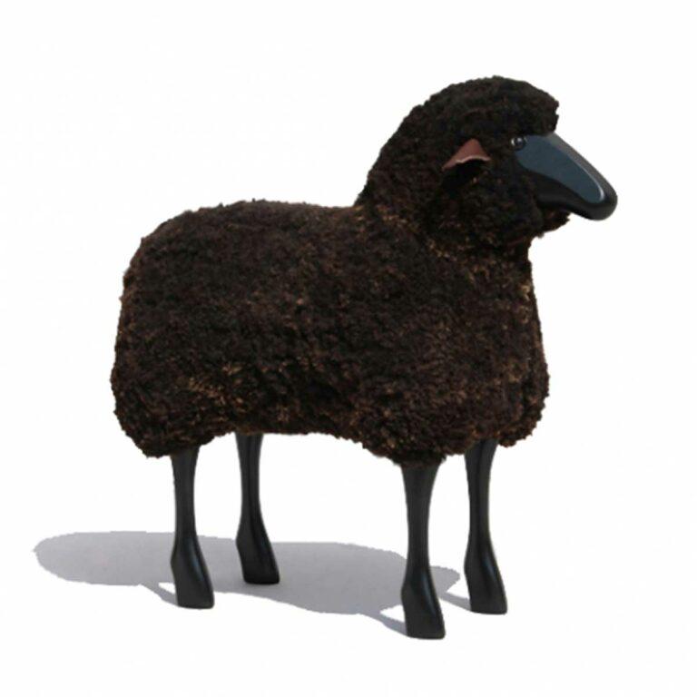 Schaf in Lebensgröße, schwarzes Holz, braun gelockt